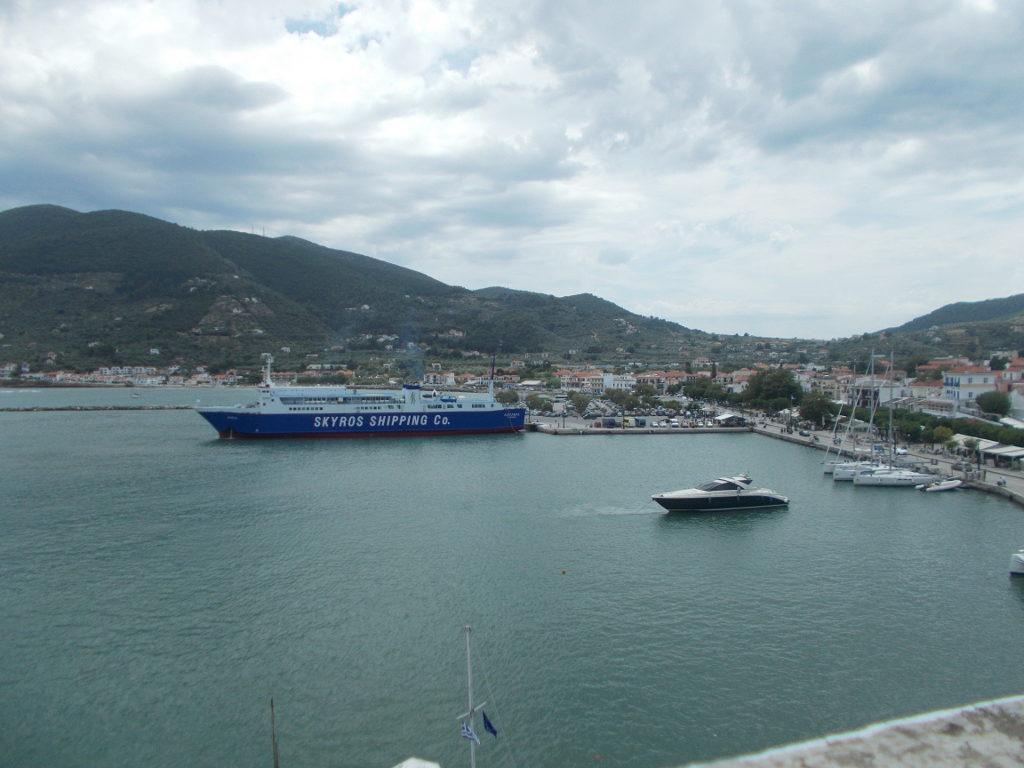Watching the ferries in the port - Είδα τα πλοία στο λιμάνι