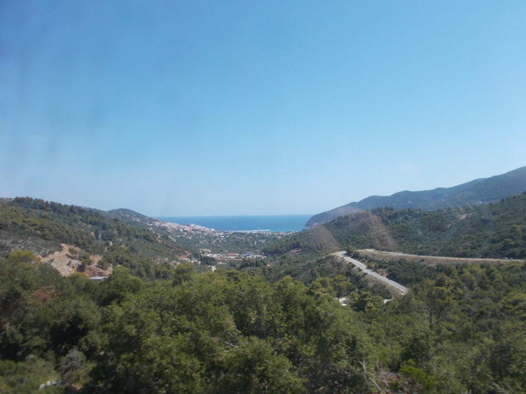 Skopelos as seen from the bus - Η θέα προς την Σκόπελο από το λεωφορείο