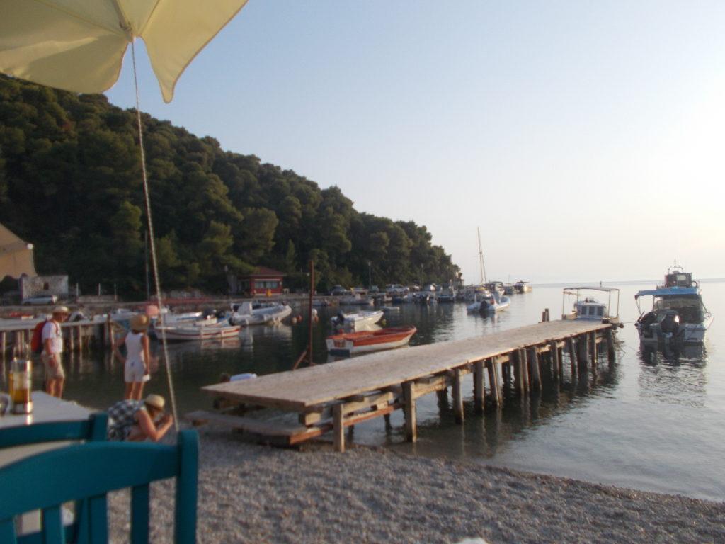 Agnondas - Αγνώντας (Παραλία - Η θέα από την ταβέρνα)