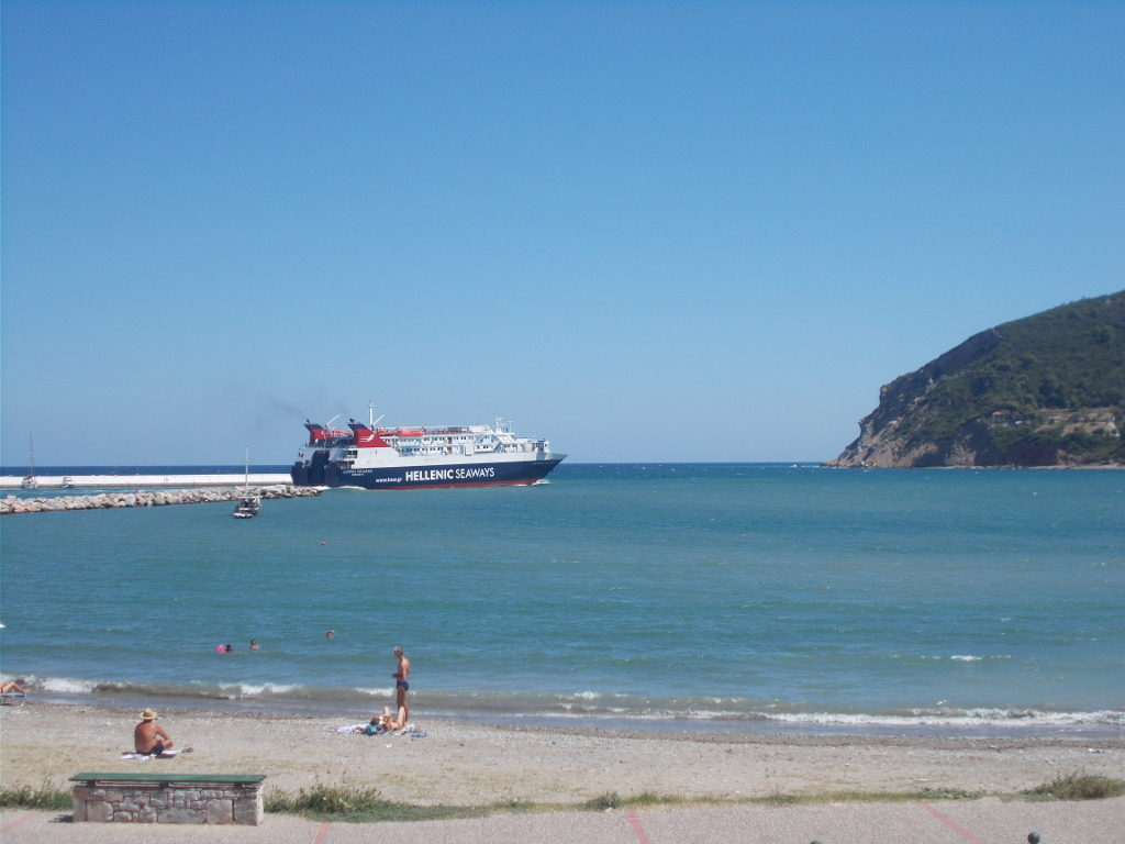 Skopelos: The ferry to Alonnisos departs - Σκόπελος: Η αναχώρηση του πλοίου στην Αλόννησο